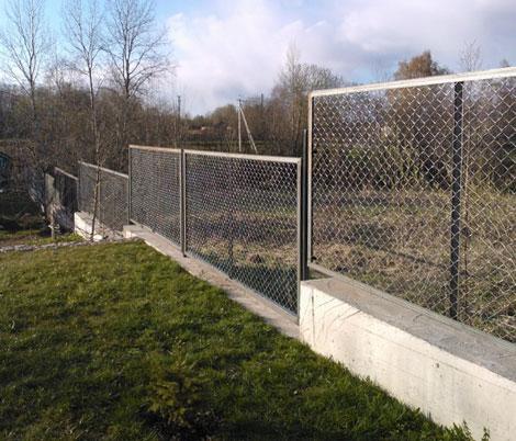 Забор с сеткой рабица