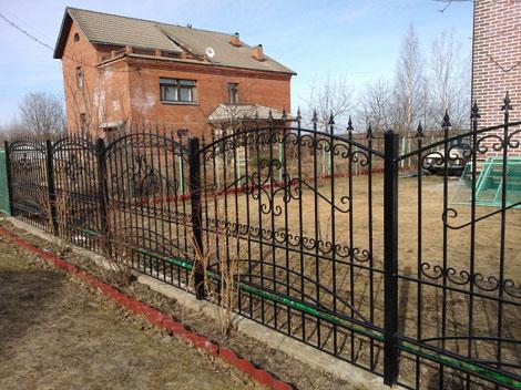 Забор с коваными элементами в г. Пушкин